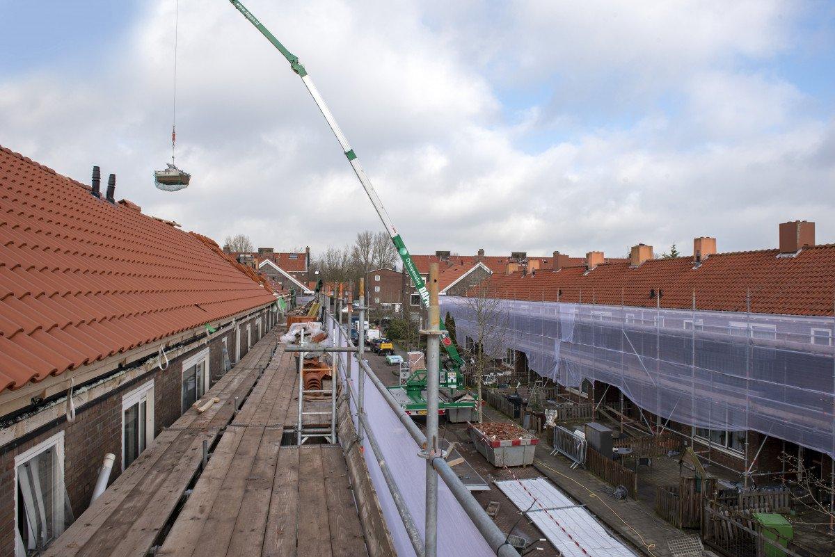 Zwakke dakconstructies isoleren zónder overlast voor bewoners? Dak-over-dakrenovatie!