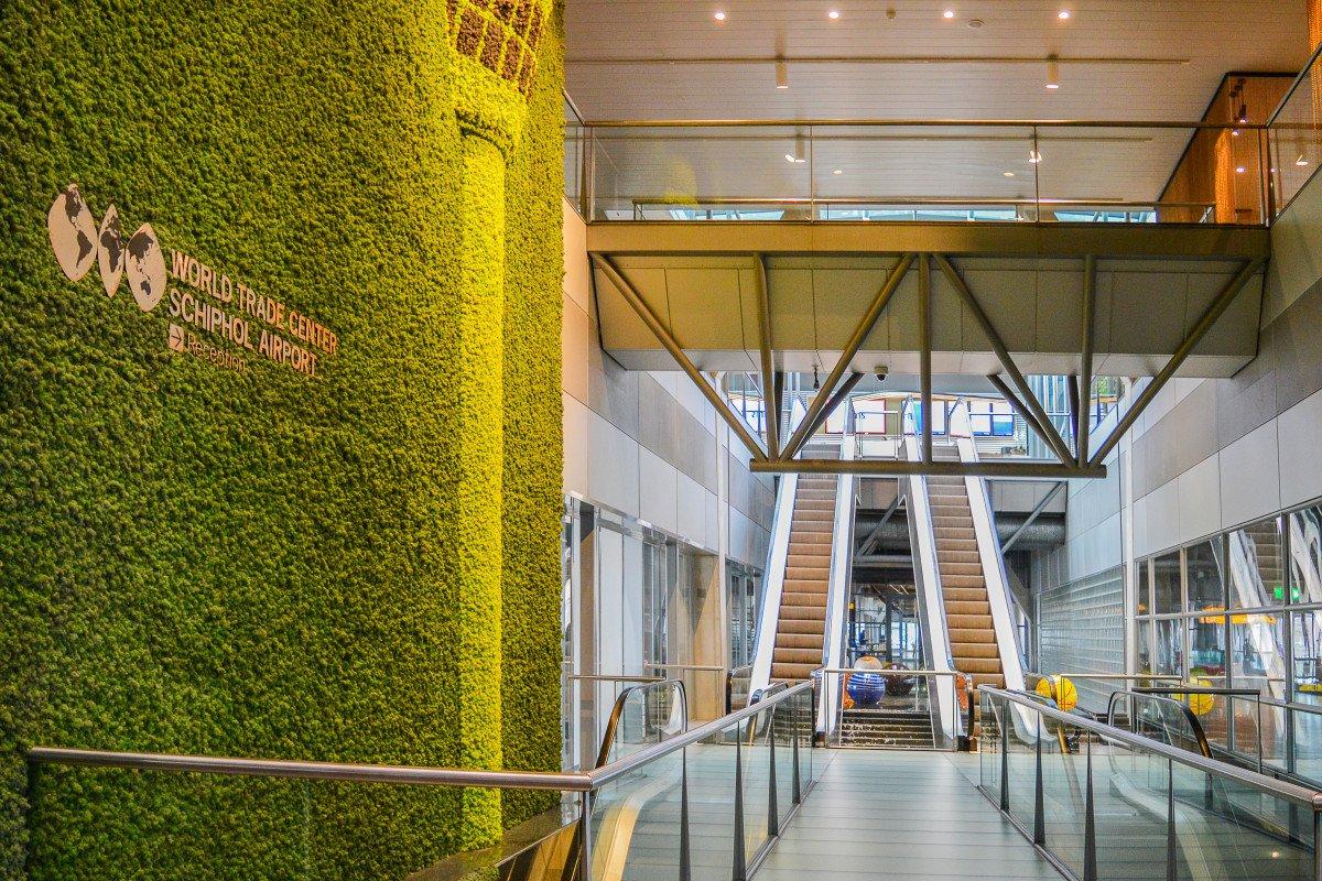 entree WTC Schiphol gerenoveerd door Heembouw