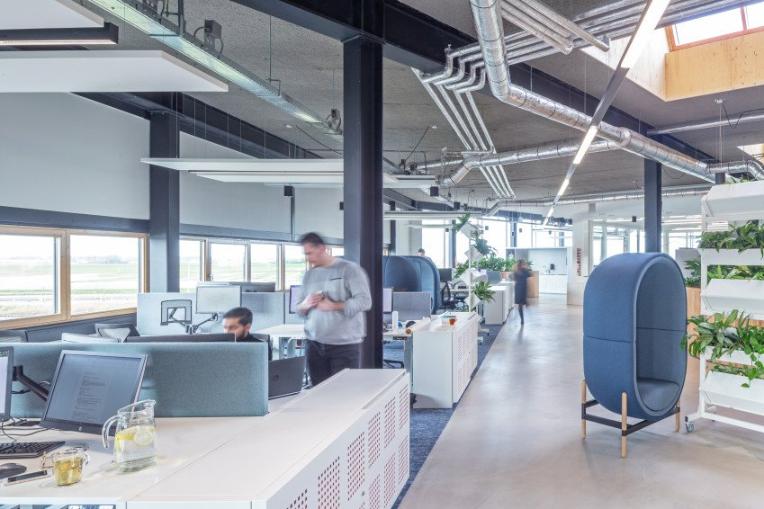 Binnenwanden en installaties, één van de vijf circulaire elementen in ons nieuwe kantoor