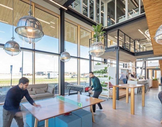 Interieur van ons eigen Heembouw kantoor in Berkel en Rodenrijs. Een circulair kantoor met werkplaats