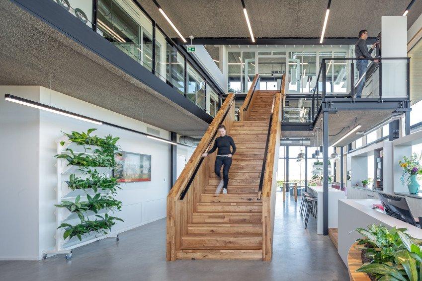 Houten betimmering, sloophout, interieur, één van de vijf circulaire elementen in ons nieuwe kantoor