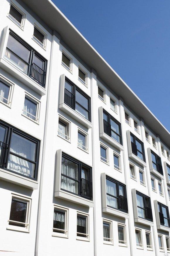 Gevel van de 120 woningen aan de Mathenesserweg Rotterdam
