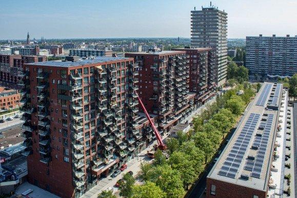 Luchtfoto Wonen Boven de Hoven Delft drie woontorens met appartementen