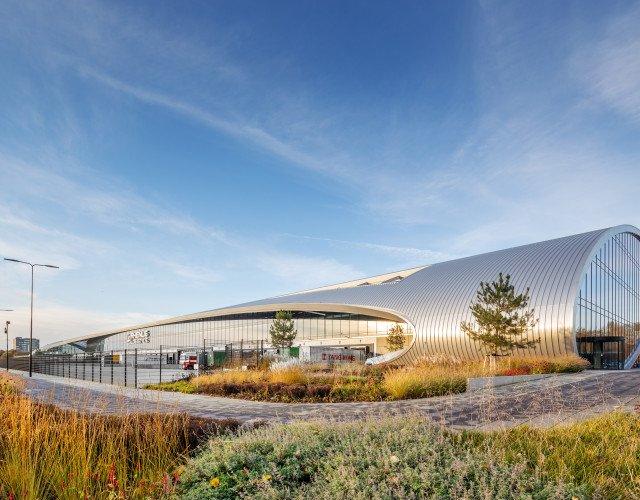 Exterieur duurzaam distributiecentrum met kantoor New Logic 3 in Tilburg