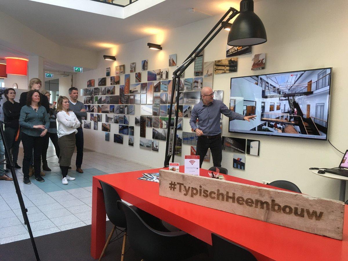 Martijn Glas presenteert het kantoor ontwerp aan collega's Heembouw