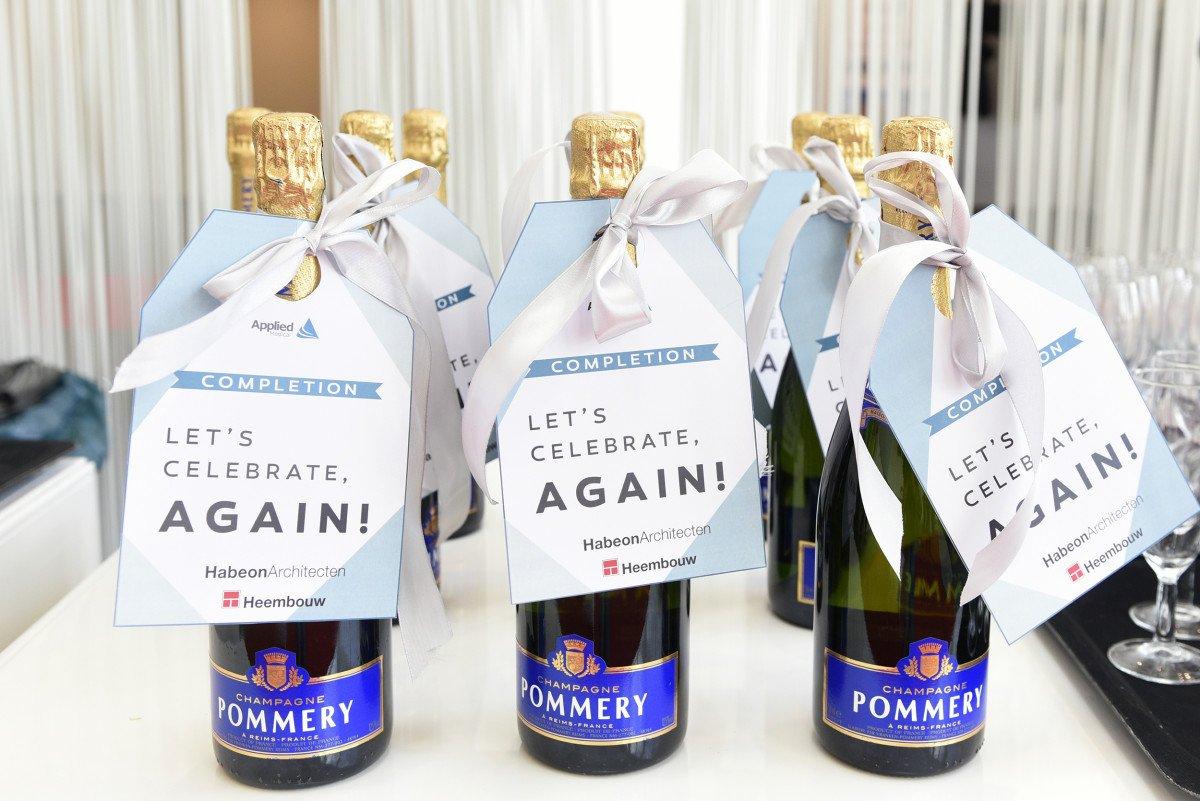 Opleveren Heembouw feestje Celebrate champagne