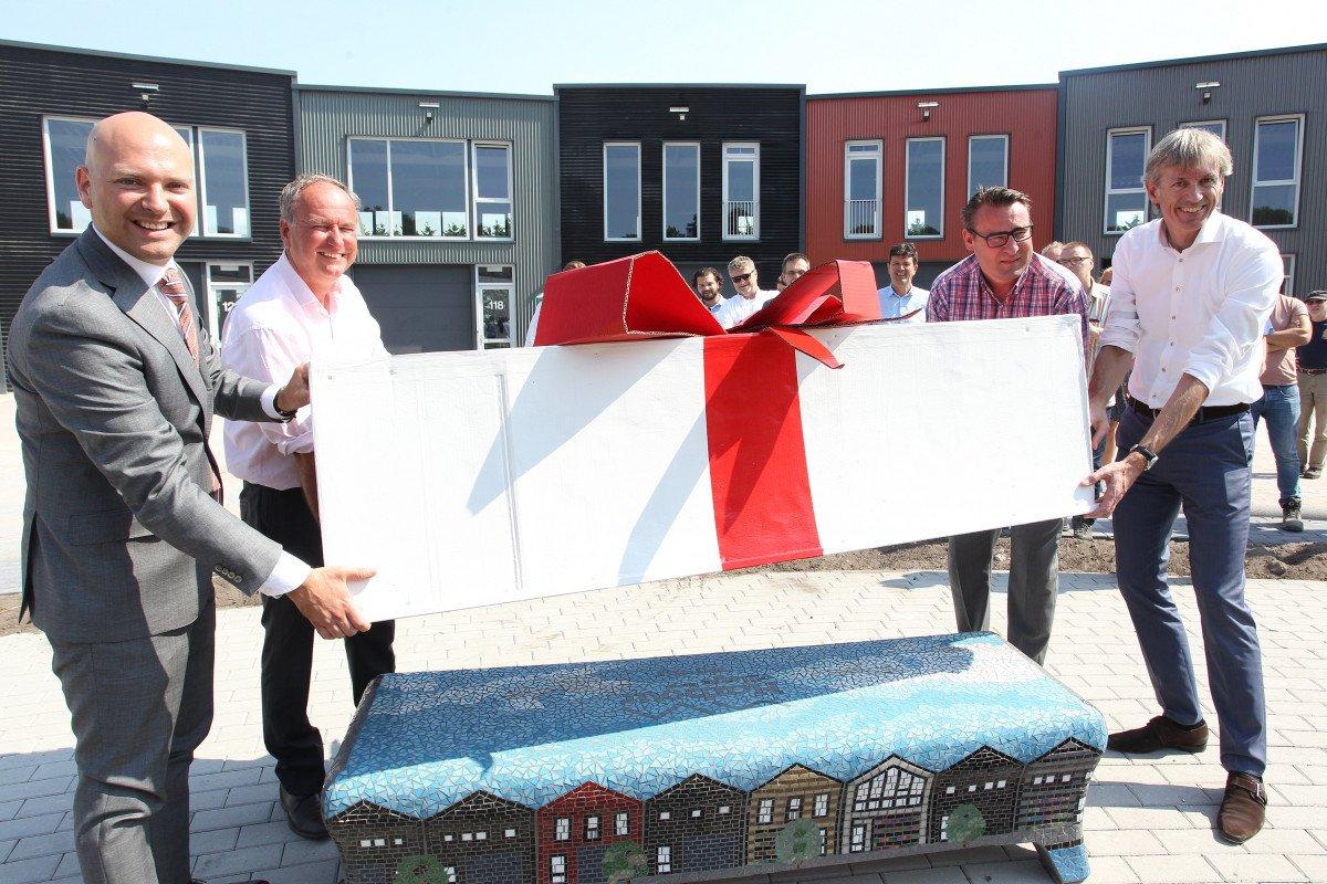 Harbour Village Rijswijk onthulling bankje
