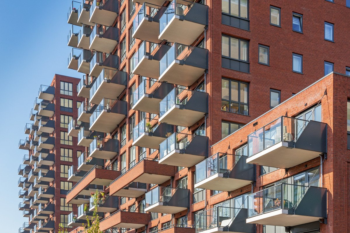 Wonen boven de hoven Delft gevels twee woontorens met balkons