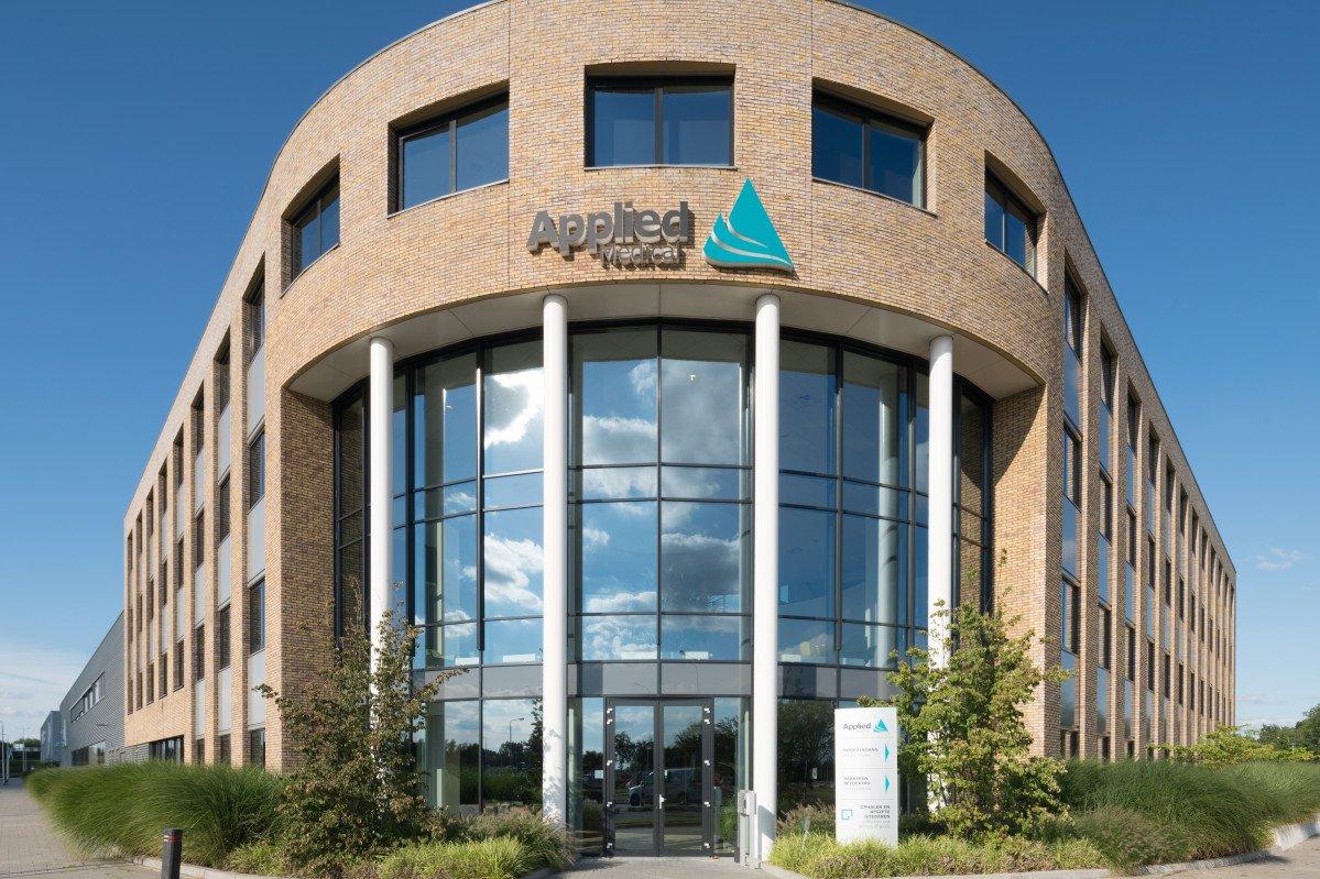 exterieur Europees hoofdkantoor Applied Medical ontwerp Heembouw Architecten