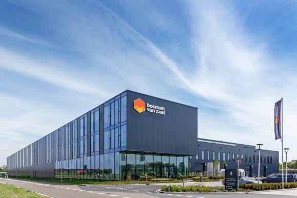Exterieur productiefaciliteit met kantoor Bosman van Zaal Aalsmeer