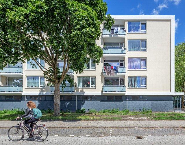 aanzicht exterieur portiekwoning Alphons Ariënsstraat Schiedam Woonplus